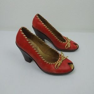 Born Red/Tan Peep Toe Wedge Heels(8) Stitch/Bow